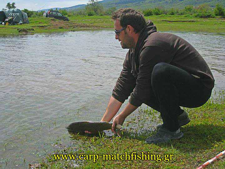 carp-catch-and-release-eksoplismos-carpmatchfishing