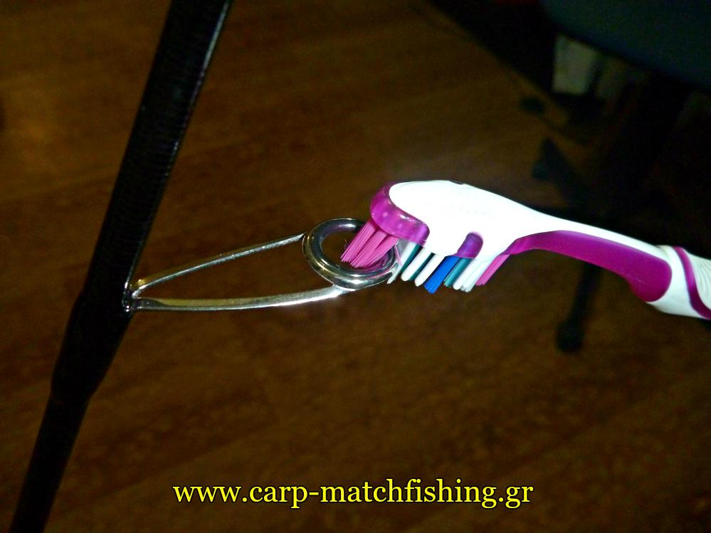 rod-protection-cleaning-with-toothbrush-the-rod-rings-carpmatchfishing