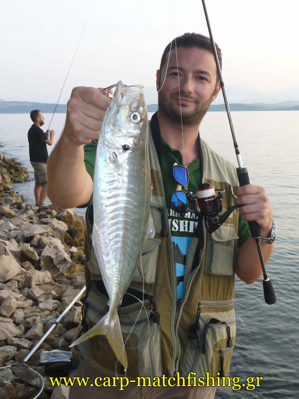 light-rock-fishing-for-mackerel-sfaltos-sonik-avx-carpmatchfishing